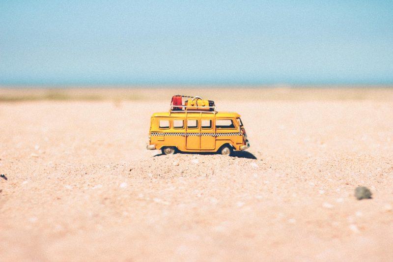 beach-blur-camper-386000