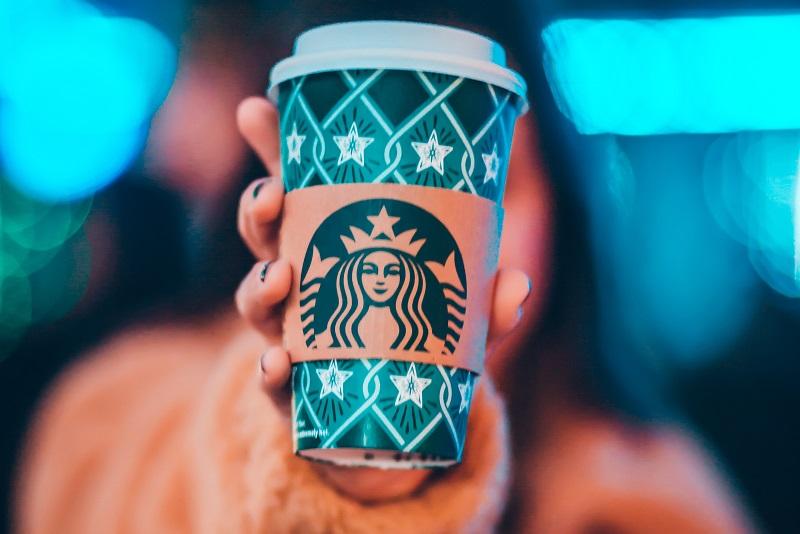 Starbucks, dzięki efektowi AR, wprowadza świąteczny klimat na Instagramie!
