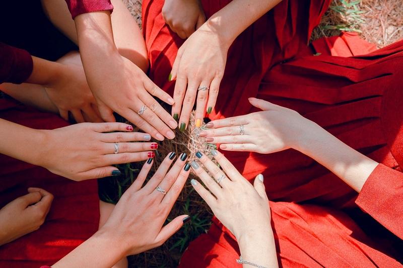 photo-of-women-s-hands-1164339